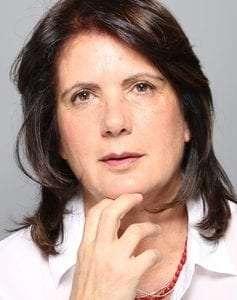 """ד""""ר(Ph.D) אילנה שניר מטפלת זוגית ומשפחתית מלווה זוגות במשבר להתרחק ממדרגות הרבנות"""